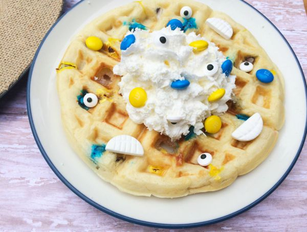 Minions are taking over the world! To celebrate the Minions, we were inspired to create these fun melted Minion waffles. This is a fun breakfast on your movie day or any day of the year.
