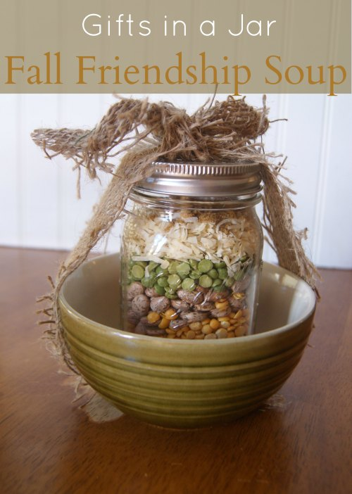 Gifts in a Jar Recipes Fall Friendship Soup - This mason jar soup mix makes a great hostess or housewarming gift. A tasty and soul warming gift for cool evenings.