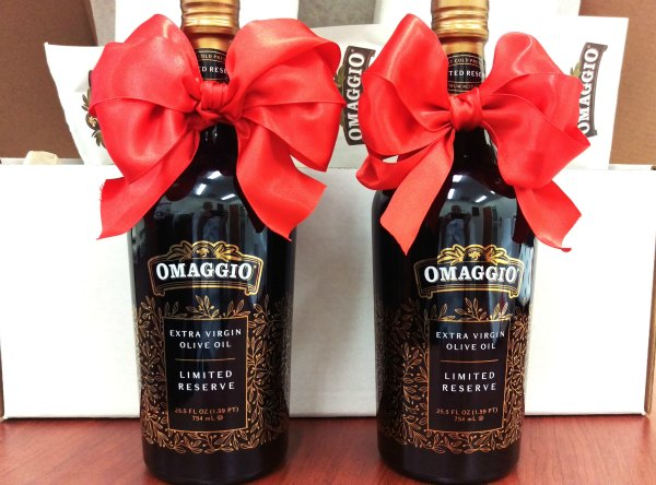 OMAGGIO_Limited-Reserve_Extra-Virgin-Olive-Oil_bottles-and-box
