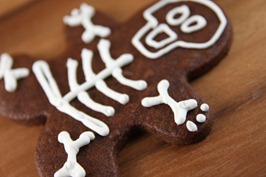 Skelton Gingerbread Cookies Inexpensive Halloween Food and Treat Ideas