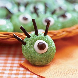 eye cookies 1875469 l Inexpensive Halloween Food and Treat Ideas