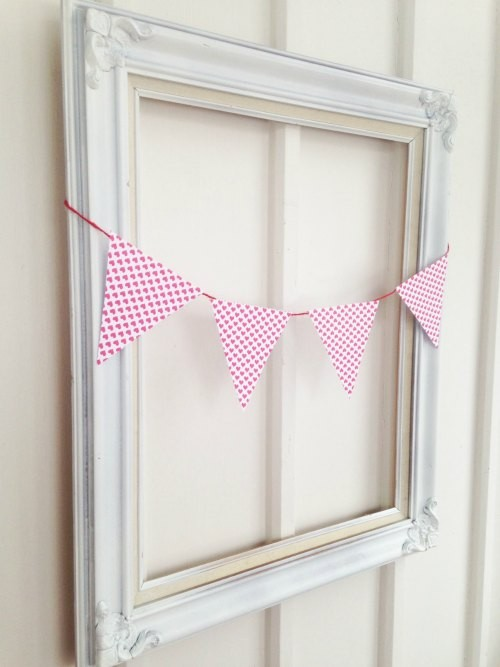 vday diy repurpose old frame holiday decor